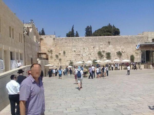 Пациент МРЦ Ника-Израиль у стены плача в Иерусалиме